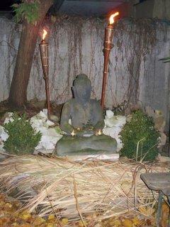 Buddah im Hof